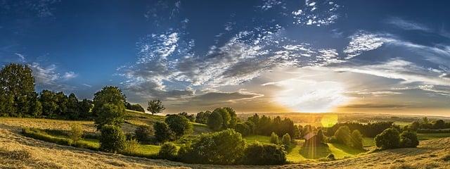https://pixabay.com/de/photos/panorama-l%c3%a4ndlich-landschaft-2405958/